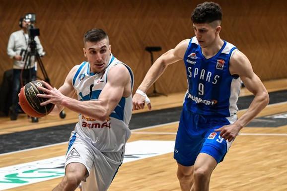 PRVI U ISTORIJI Srpski košarakaš zaigrao za reprezentaciju tzv. Kosova, ali i na mrežama pokazao da je nastavio da gaji naše običaje /FOTO/