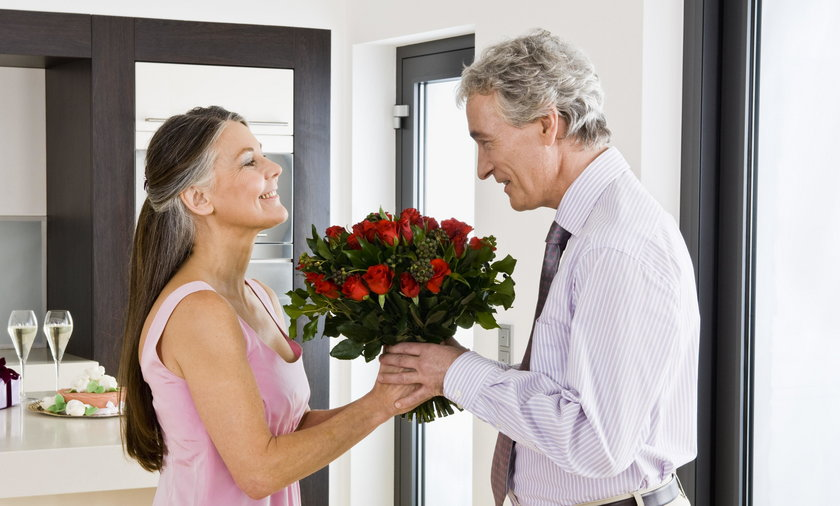 Prezent Na Dzien Kobiet Jak Wreczac Kwiaty