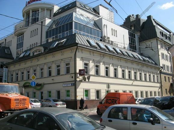 """Stambeno-poslovni kompleks """"Jefimija"""" nalazi se u užem jezgru Moskve, gde kvadrat bolje uređenih stanova košta i do 10.000 evra. U zgradi se nalazi restoran """"Jugos"""""""