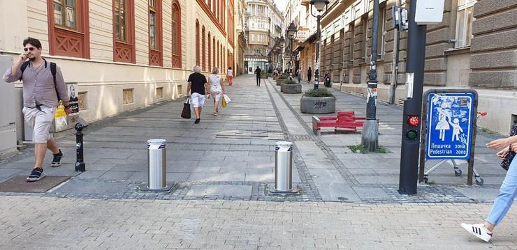 Potapajući stubići na Trgu republike