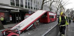 Koszmar w centrum Londynu. Zerwany dach autobusu