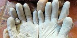 Wlał cement do lateksowych rękawic. Niesamowity efekt!