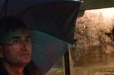 Vozač JGSP ''Novi Sad'' sa kišobranom