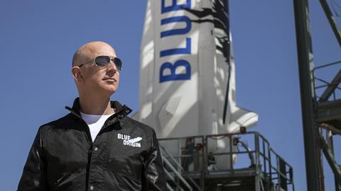 Jeff Bezos w 2017 roku dwa razy trafił na 1. miejsce listy najbogatszych