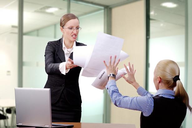Rozróżnić należy składanie reklamacji, czyli zgłoszenie niezgodności towaru z umową od dochodzenia swoich praw na podstawie karty gwarancyjnej