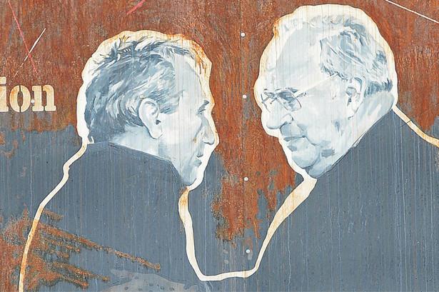 Plakat przedstawiający spotkanie premiera Tadeusza Mazowieckiego i kanclerza Helmuta Kohla w Krzyżowej
