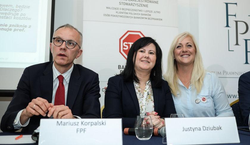 Justyna Dziubak (w środku) to najsłynniejsza polska frankowiczka.