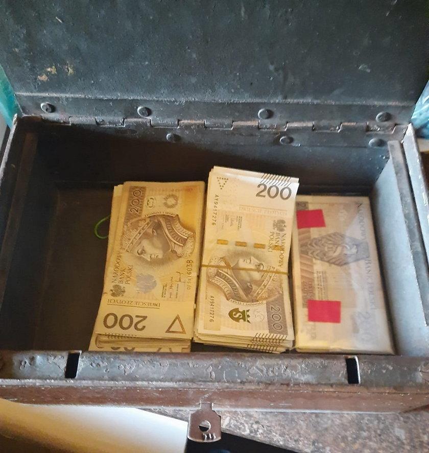 Pirat z Łodzi kopiował filmy za ścianą łazienki