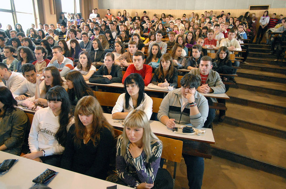Mladi posle fakulteta ostaju u zemlji