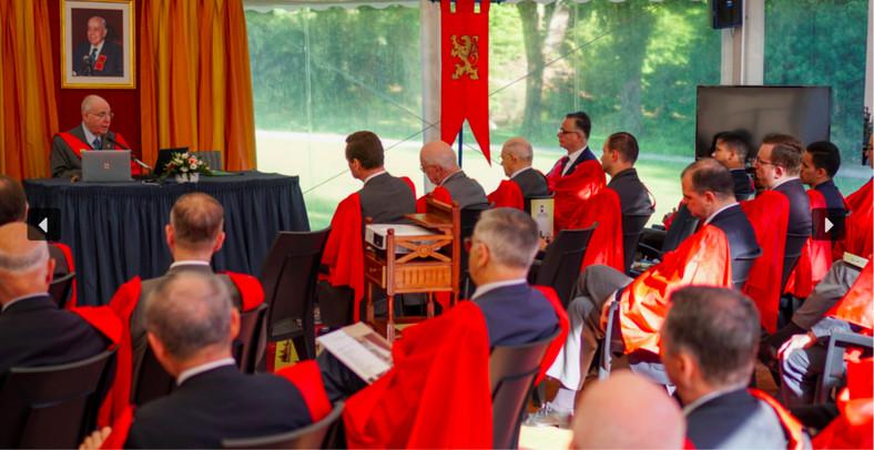 Szkoła Letnia TFP, wrzesień 2020, Francja. Na zdjęciu w lewym górnym rogu za stołem Caio Xavier da Silveira. Fot: tfp-france.org
