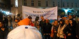 """Kręcą """"Smoleńsk"""". Policja przeganiała ekipę spod Pałacu!"""