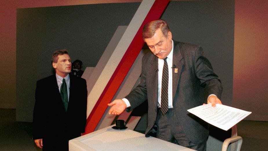 Zdjęcie z debaty prezydenckiej 1995 roku - Kwaśniewski i Wałęsa