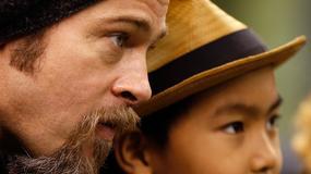 """Brad Pitt spotkał się z dziećmi. """"Vivienne i Zahara zaczęły płakać. Pytały, kiedy mogą wrócić z nim do domu"""""""