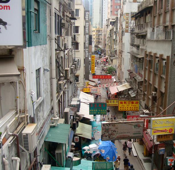 Mieszkańcy, którzy wyszli na ulicę Hongkongu protestują przeciwko ingerencji Chin w zaplanowane na 2017 rok pierwsze w historii wybory władz tej byłej brytyjskiej kolonii