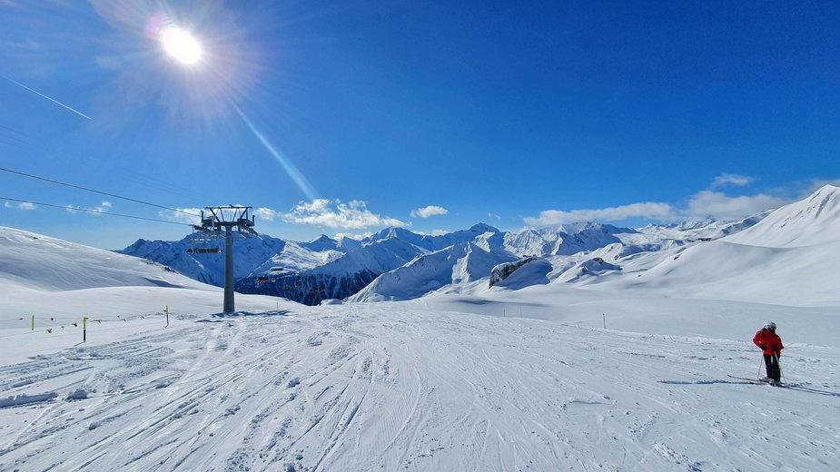 Narty w Alpach - piękna pogoda, puste trasy i dobra infrastruktura narciarska