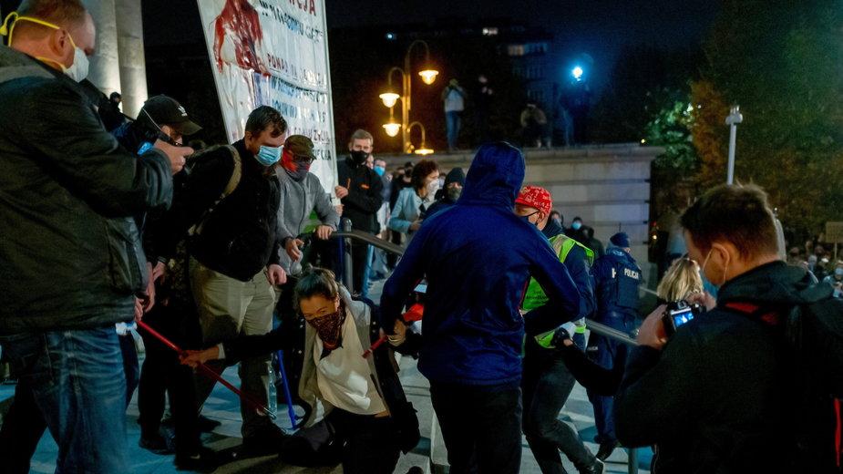 Katowice: starcia na schodach katedry