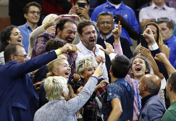 Džerard Batler na tribinama slavi zajedno sa Novakom