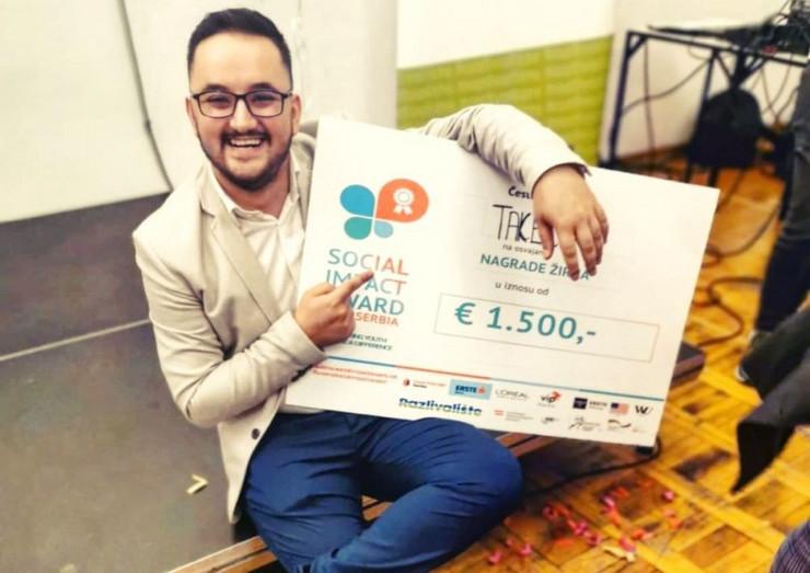 Stefan Djokic sa nagradom pobednika SIA Serbia takmicenja u inovacijama-polozena