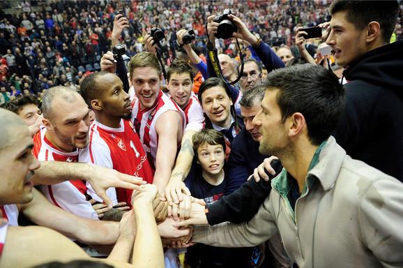 Novak Đoković i košarkaši Crvene zvezde