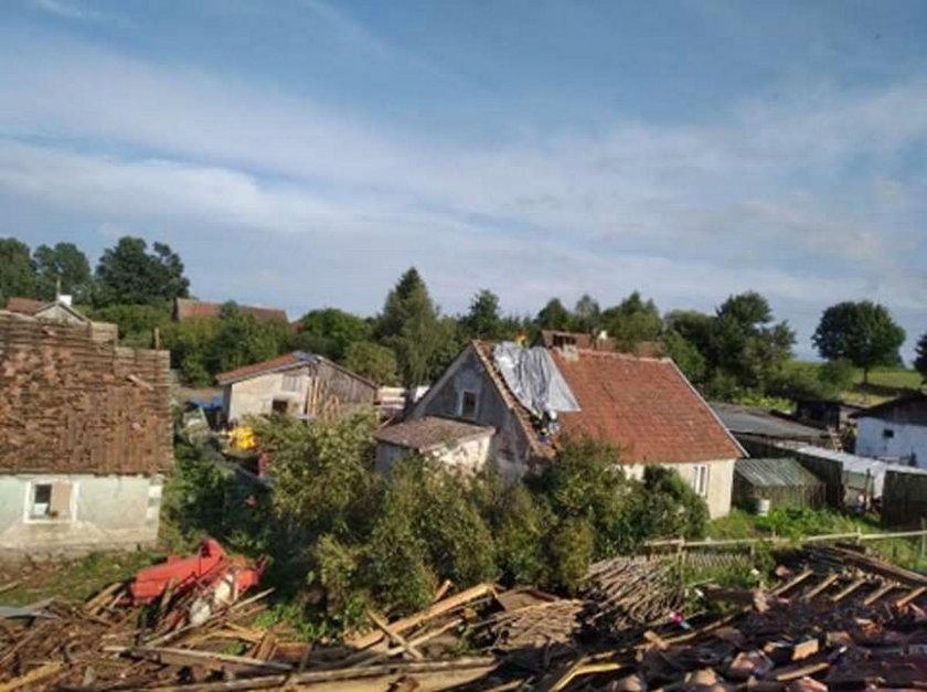 Zniszczone budynki, połamane drzewa i podtopienia. Burze w Polsce