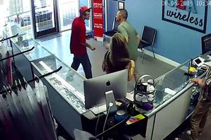 Mladić je krajem oka odmerio devojku. Ispostavilo se da je VEOMA POGREŠIO jer tu je bio i njen momak (VIDEO)