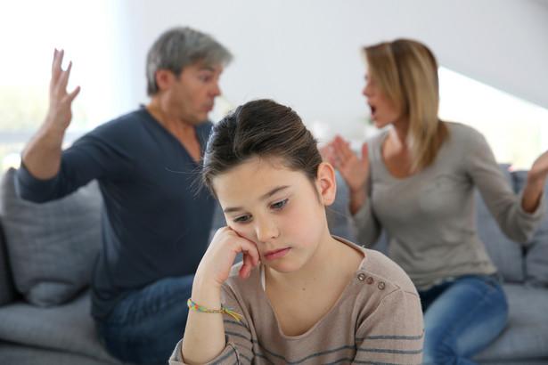 Dopiero po uprawomocnieniu się orzeczenia sądu wolno dopełnić formalności związanych z uznaniem ojcostwa przez partnera matki.