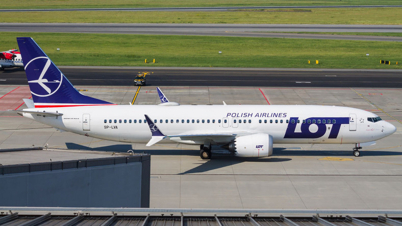 Boeing 737 MAX w barwach LOT-u