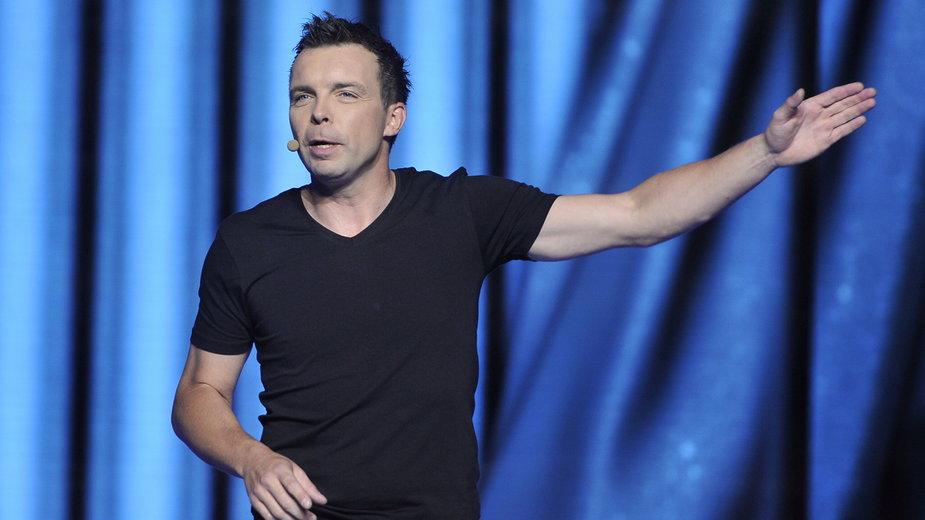 Marcin Wójcik podczas występu na 10. Sopockiej Nocy Kabaretowej