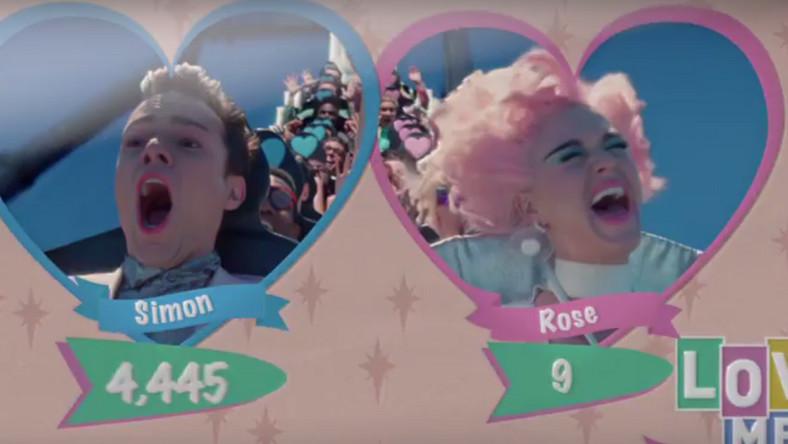 "Katy Perry w teledysku ""Chained To The Rythm"""