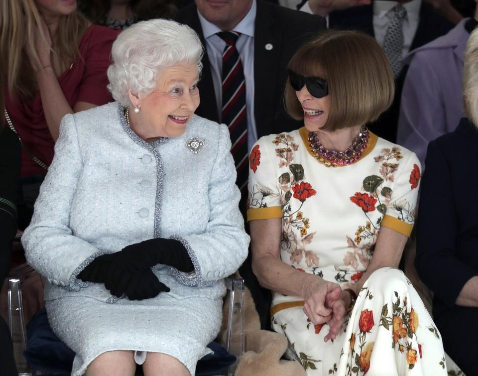 Królowa Elżbieta i Anna Wintour
