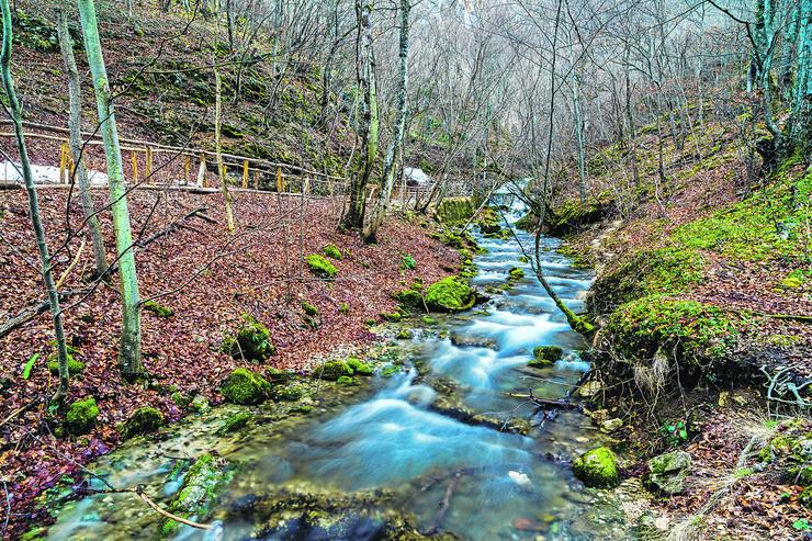 national-park-mountain-river-nera-450w-584976907