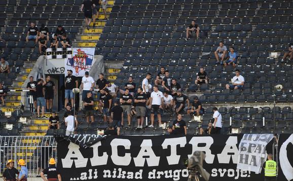 Navijači na tribinama stadiona Partizana
