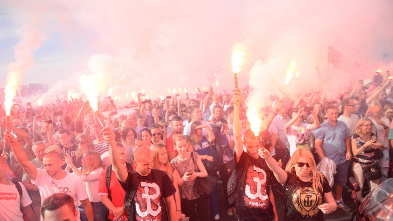 1 sierpnia br. o godzinie 17, godzinie w której rozpoczęło się Powstanie Warszawskie, w całej stolicy oddano hołd jego uczestnikom.