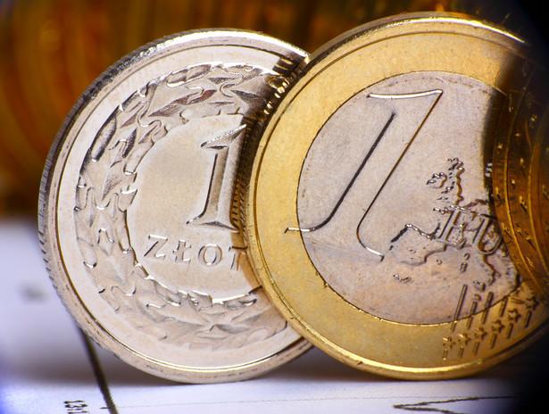 Złoty tracił w czwartek wobec funta i franka szwajcarskiego
