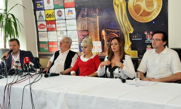 Prvu pres konferenciju otvorio je umetnički direktor Festivala Dragan Vujić