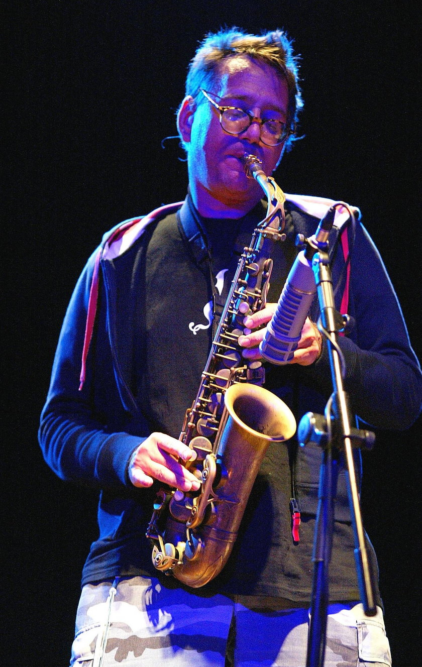 John Zorn gra na saksofonie