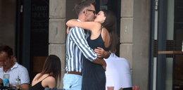 Tak Marcin Bosak całuje młodą aktorkę