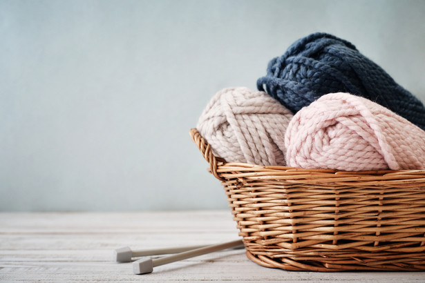 WAŻNE Podmioty wprowadzające do obrotu wyroby włókiennicze złożone w całości z jednego rodzaju materiału mogą na etykiecie umieścić po prostu nazwę włókna tekstylnego, z którego wyrób ten się składa (np. jedwab).