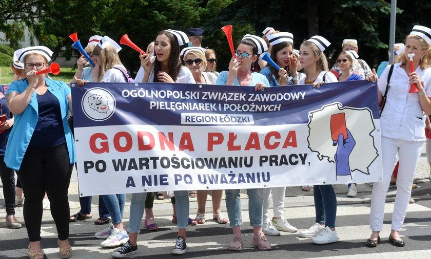 Na zdjęciu: protestujące pielęgniarki.