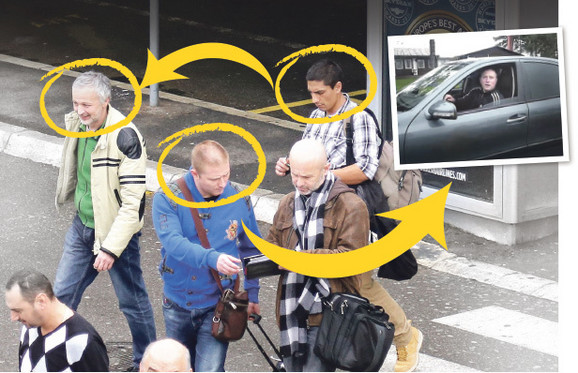 Nebojša Galić (skroz levo) prišao je našem novinaru (u kariranoj košulji) koji je glumio turistu dok je Aca Banjica (u plavoj jakni) varao drugog turistu.