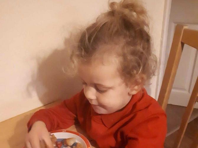 """Dete mi traži hranu po KANTI ZA ĐUBRE: Moli me da ga nahranim, a srce mi se slama kada mu kažem """"NE"""""""