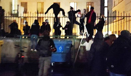 To zdjęcie z protestów robi furorę w sieci. Takiej reakcji warszawiaków nikt się nie spodziewał!