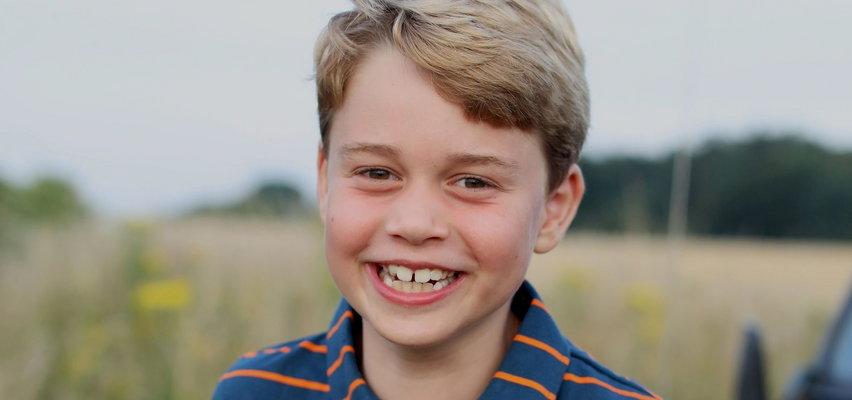 Książę George ma urodziny. Mama zrobiła mu nowe zdjęcie. Uwagę internautów przykuła koszulka