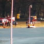 VATROGASCI, HITNA, POLICIJA... Jedriličar vozio dasku i propao u zaleđeno Palićko jezero, pogledajte fotografije TROČASOVNOG SPASAVANJA