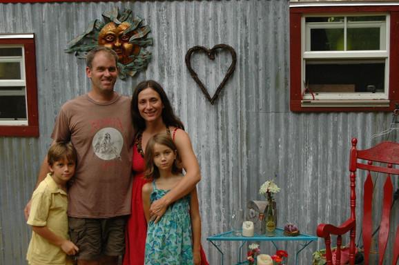 Porodica Berzins je zbog krize promenila život iz korena