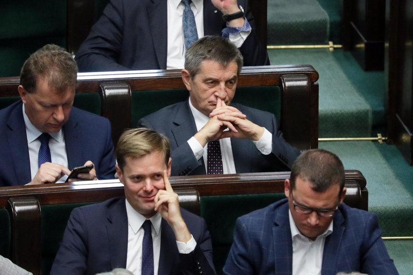 To nie koniec kłopotów Kuchcińskiego? Polacy się buntują
