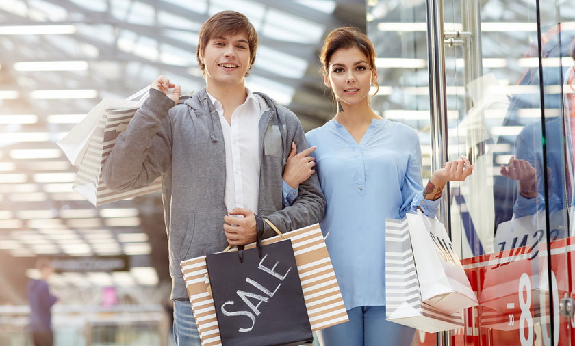 Wyprzedaże i promocje, jakie prawa mają konsumenci podczas zakupów.