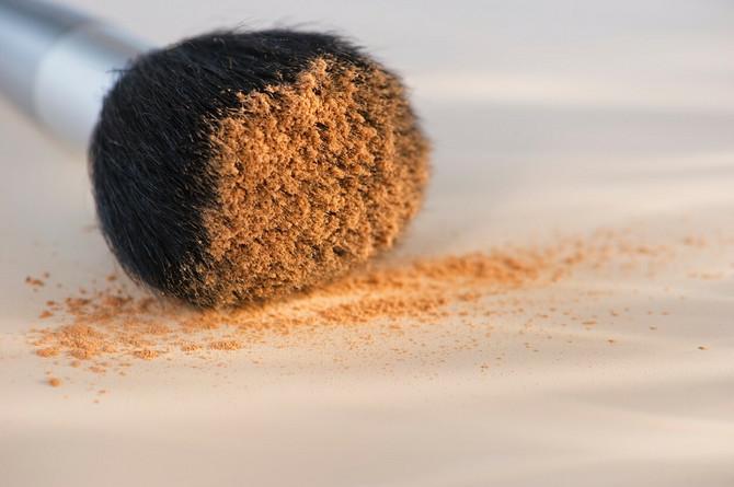 U dlačicama četkica za šminkanje stvara se leglo mikroorganizama i zato je potrebno pravilno ih očistiti