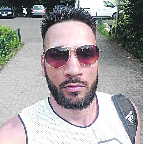 Prema rečima tužioca, optuženi Alsin Levent nije imao ni vozačku dozvolu, a automobil kojim je usmrtio Šabana Šaulića i njegovog prijatelja, klavijaturistu Mirsada Kerića pozajmio je od svog prijatelja