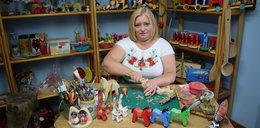 """Pani Basia struga cuda z drewna: """"Nigdy nie wyrosnę z zabawek. Są całym moim życiem!"""""""